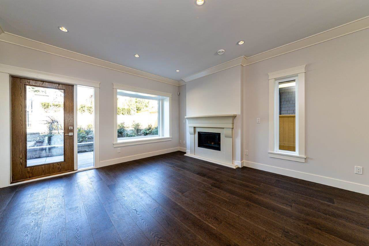 Photo 2: Photos: 545 E 4TH Street in North Vancouver: Lower Lonsdale 1/2 Duplex for sale : MLS®# R2448939