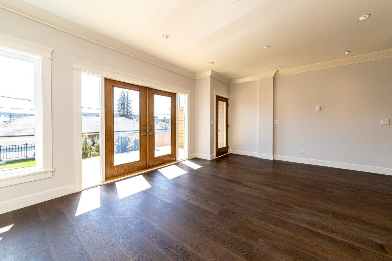 Photo 8: Photos: 545 E 4TH Street in North Vancouver: Lower Lonsdale 1/2 Duplex for sale : MLS®# R2448939