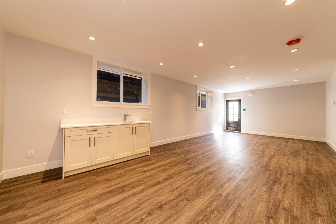 Photo 17: Photos: 545 E 4TH Street in North Vancouver: Lower Lonsdale 1/2 Duplex for sale : MLS®# R2448939