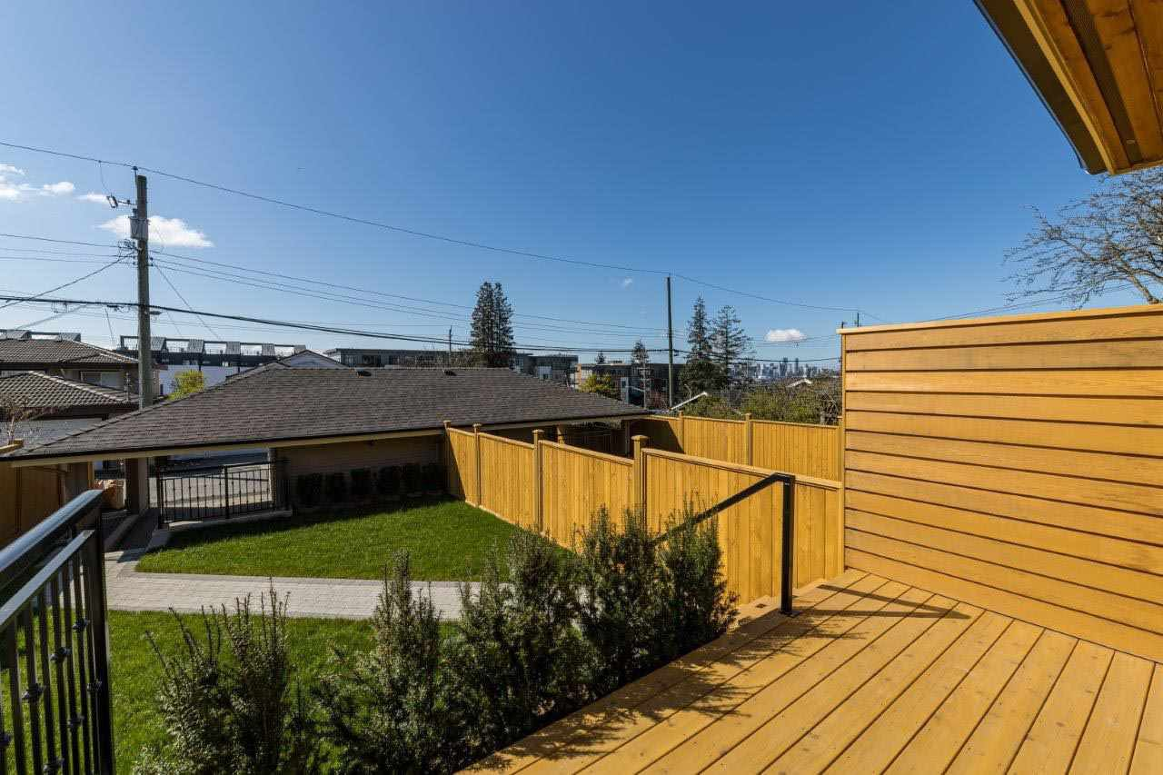 Photo 10: Photos: 545 E 4TH Street in North Vancouver: Lower Lonsdale 1/2 Duplex for sale : MLS®# R2448939