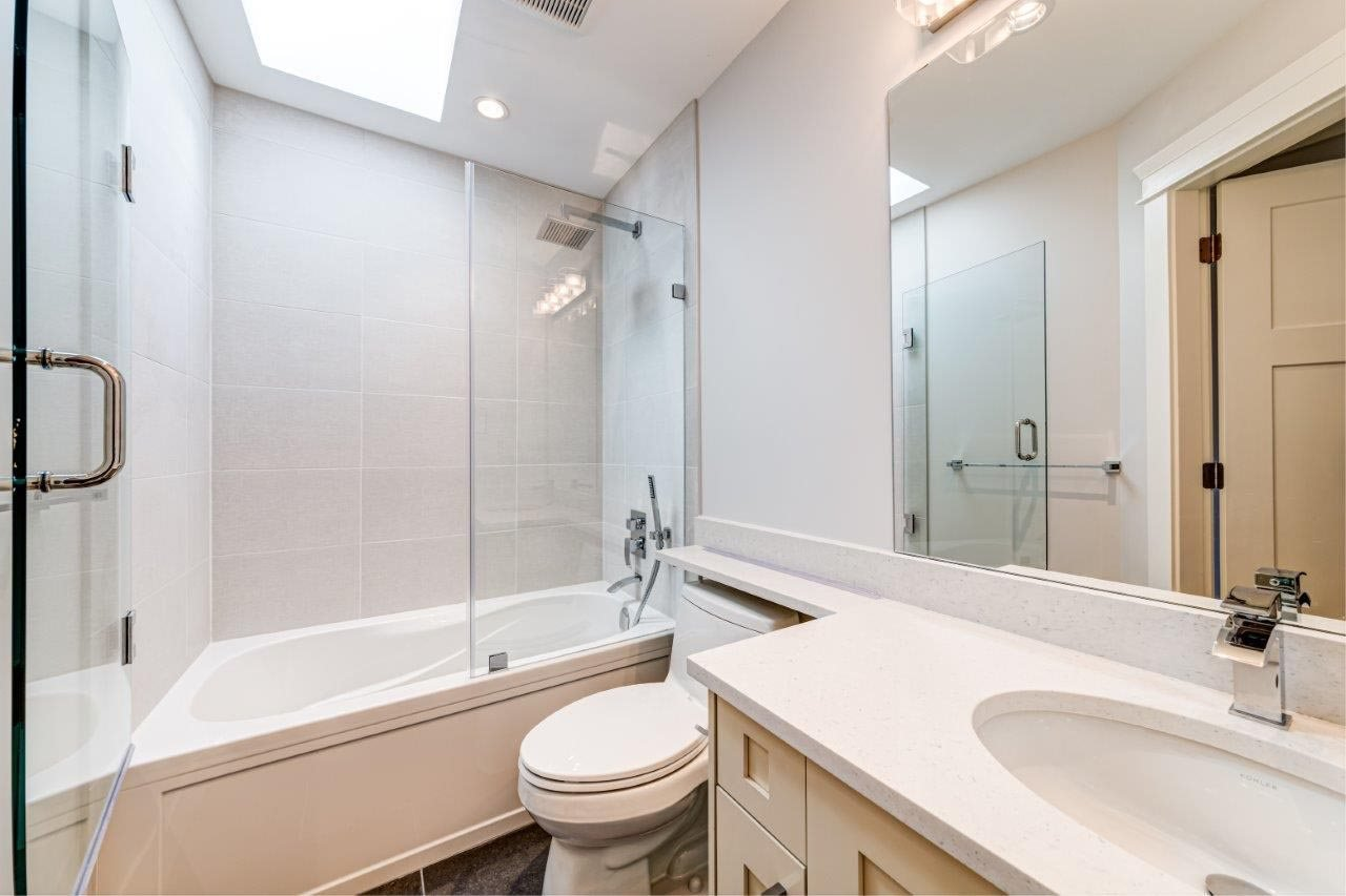 Photo 14: Photos: 545 E 4TH Street in North Vancouver: Lower Lonsdale 1/2 Duplex for sale : MLS®# R2448939