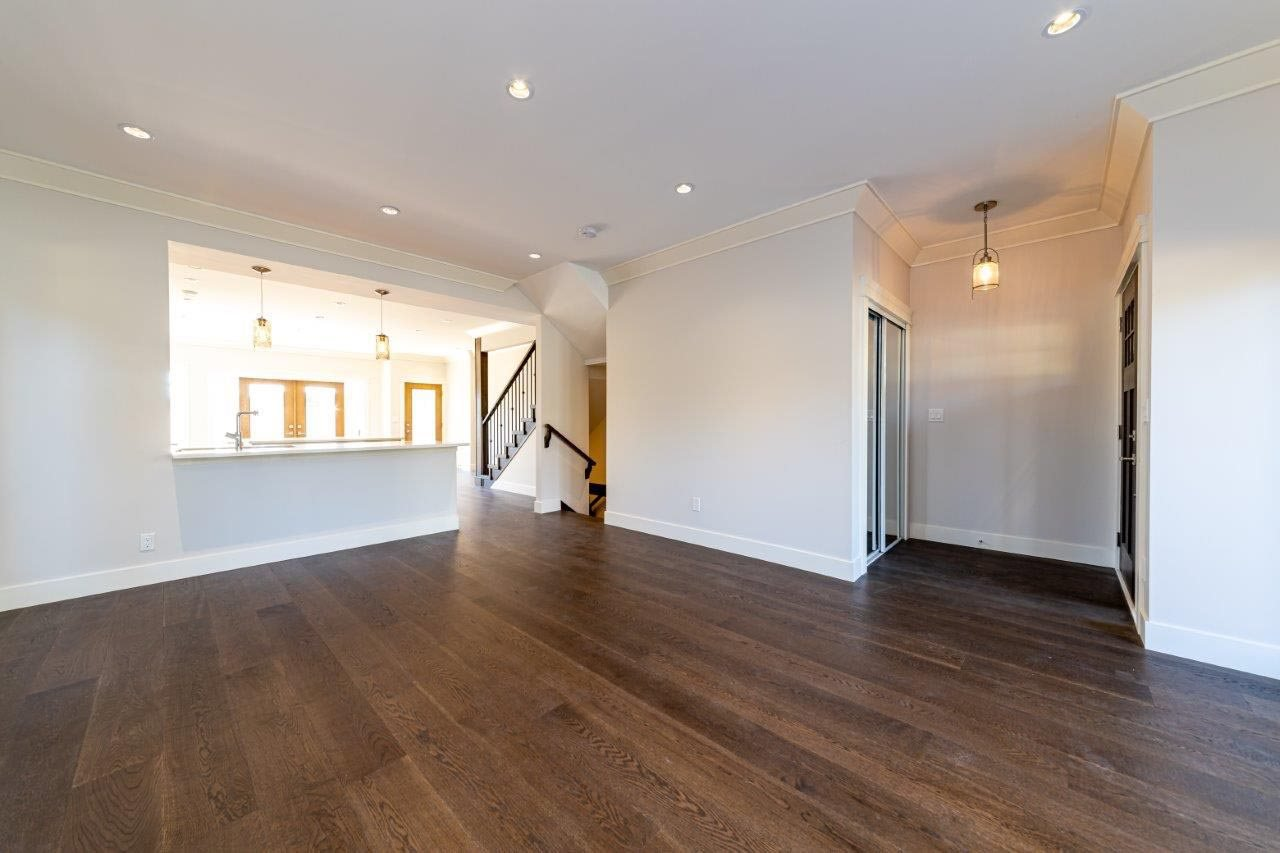 Photo 4: Photos: 545 E 4TH Street in North Vancouver: Lower Lonsdale 1/2 Duplex for sale : MLS®# R2448939