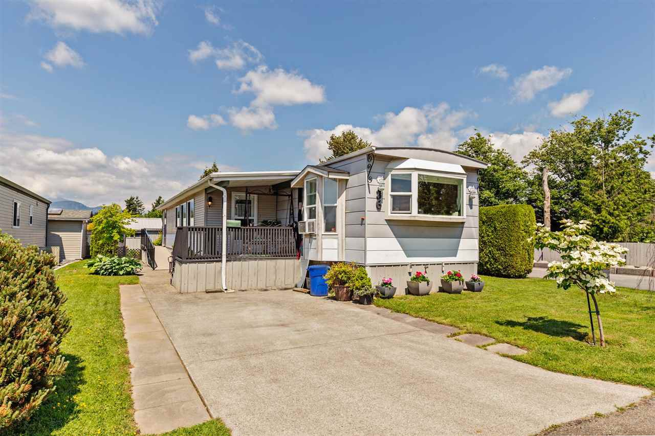 """Main Photo: 36 7610 EVANS Road in Chilliwack: Sardis West Vedder Rd Manufactured Home for sale in """"COTTONWOOD MOBILE HOME PARK"""" (Sardis)  : MLS®# R2457384"""