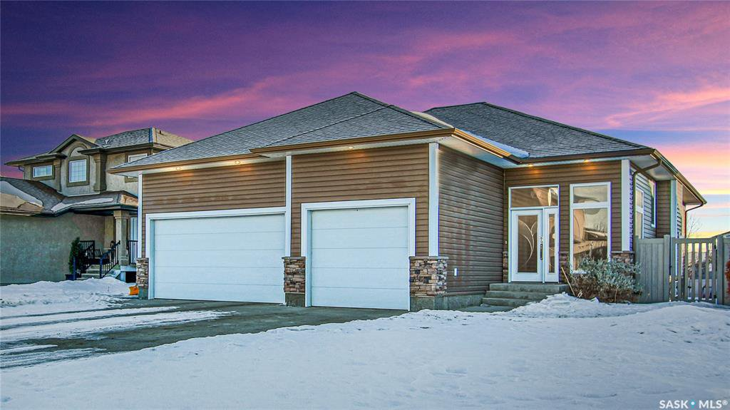 Main Photo: 65 Fairway Crescent in White City: Residential for sale : MLS®# SK837498