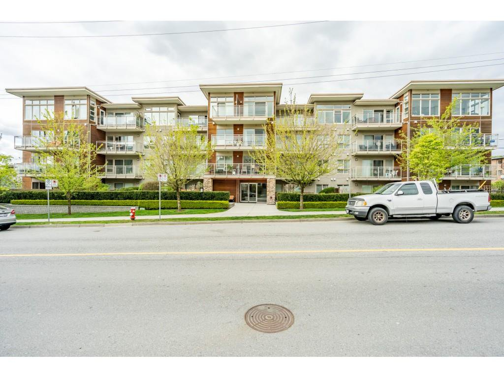 "Main Photo: 115 1033 ST. GEORGES Avenue in North Vancouver: Central Lonsdale Condo for sale in ""VILLA ST. GEORGES"" : MLS®# R2455596"