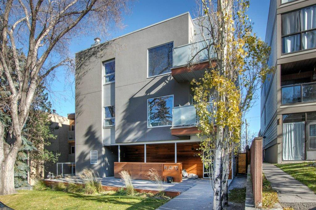 Main Photo: 102 2124 17 Street SW in Calgary: Bankview Apartment for sale : MLS®# A1045002