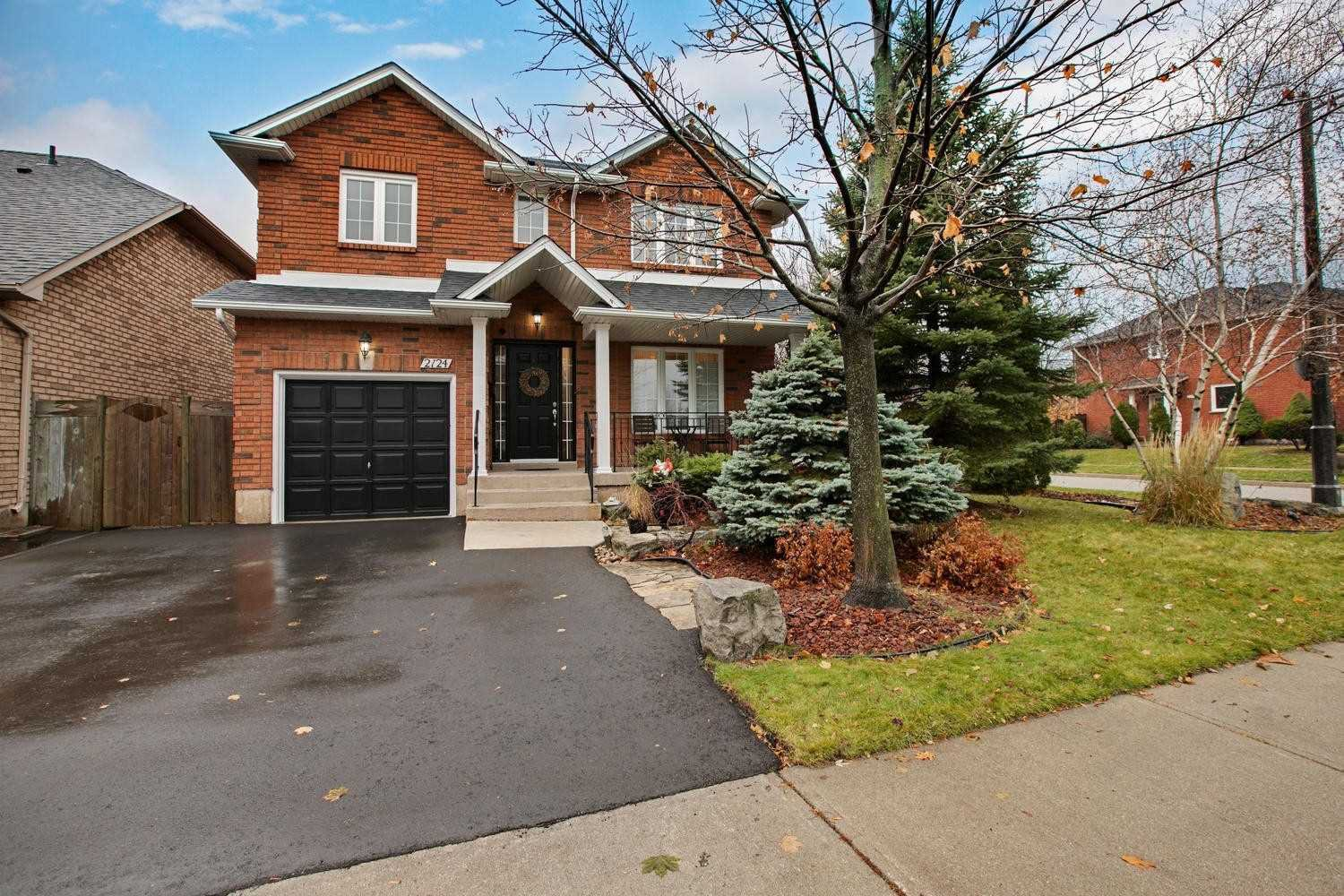 Main Photo: 2124 Shorncliffe Boulevard in Oakville: West Oak Trails House (2-Storey) for sale : MLS®# W4644126