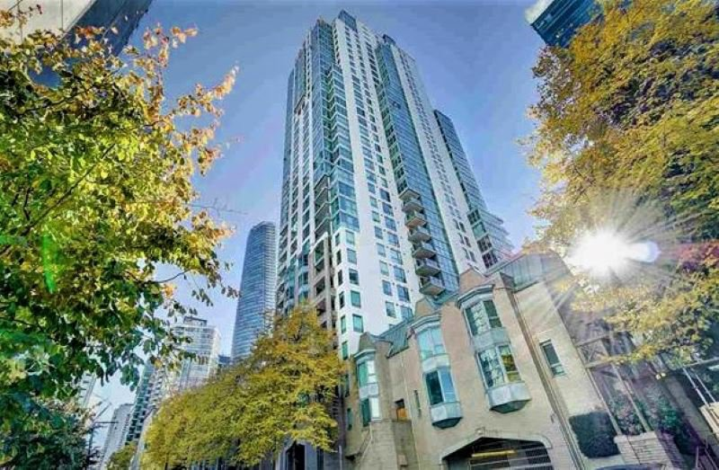 """Main Photo: 1302 1238 MELVILLE Street in Vancouver: Coal Harbour Condo for sale in """"POINTE CLAIRE"""" (Vancouver West)  : MLS®# R2432626"""