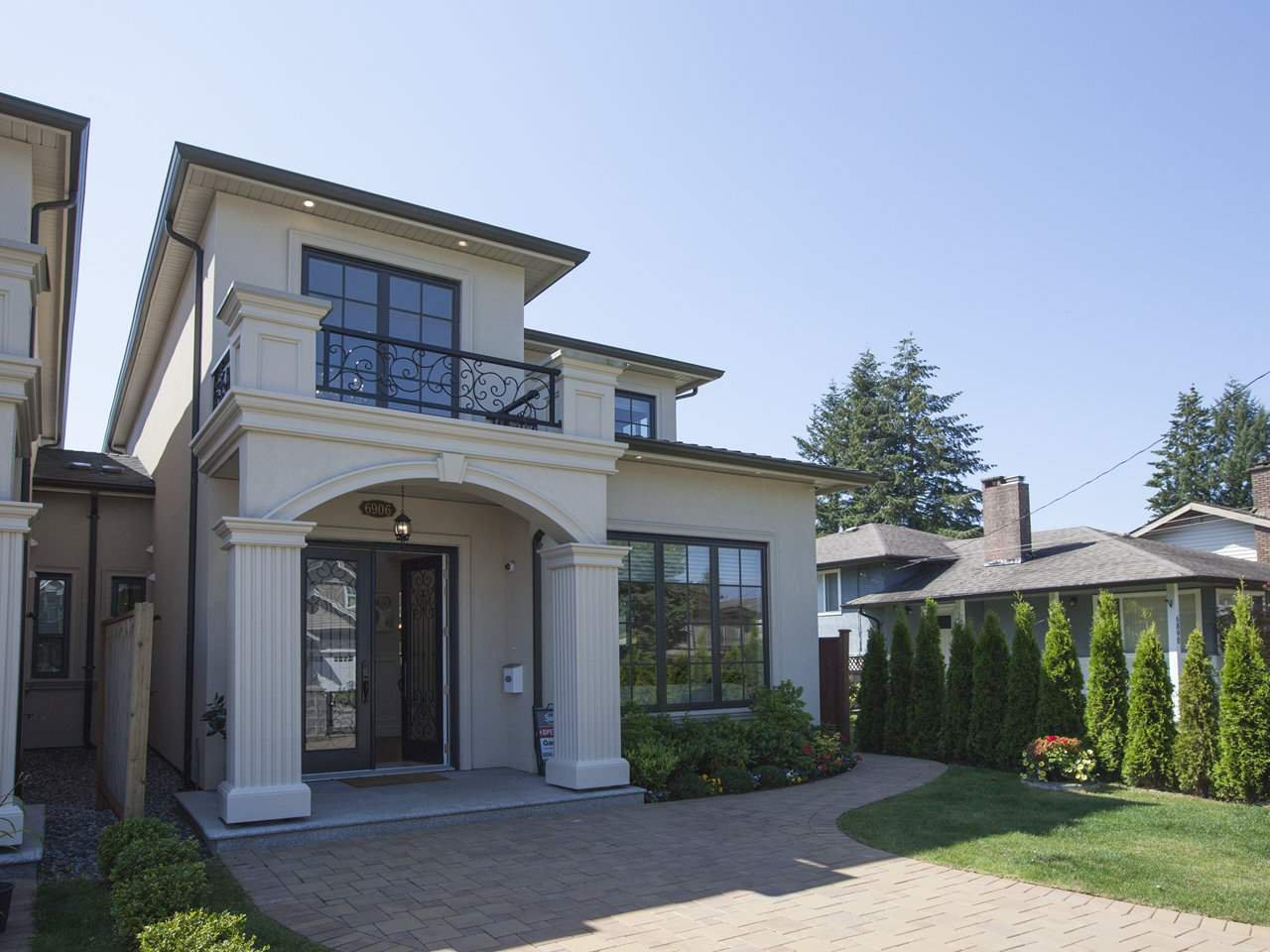 Main Photo: 6906 UNION Street in Burnaby: Sperling-Duthie House 1/2 Duplex for sale (Burnaby North)  : MLS®# R2484753
