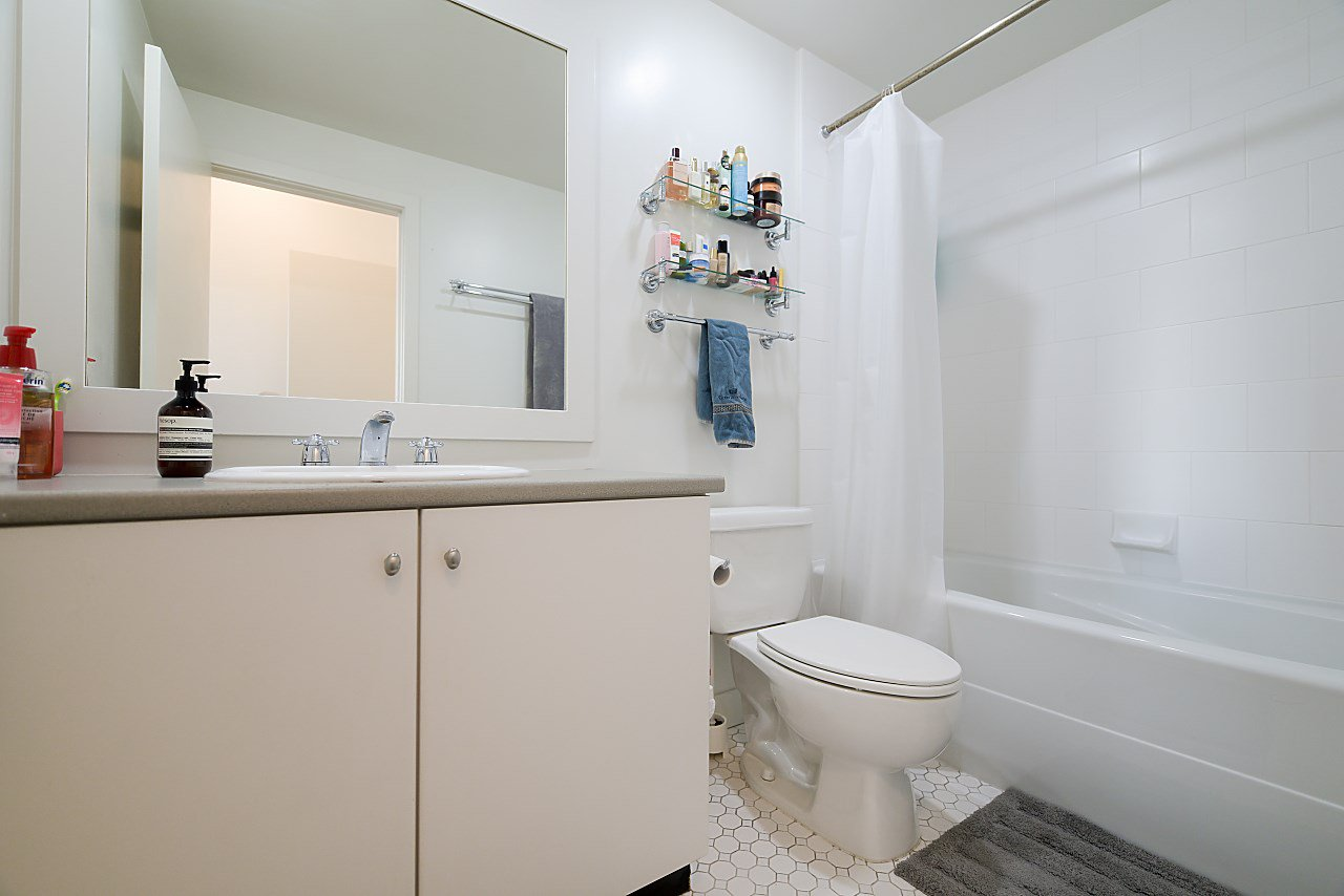 """Photo 12: Photos: 402 1238 BURRARD Street in Vancouver: Downtown VW Condo for sale in """"ALTADENA"""" (Vancouver West)  : MLS®# R2423214"""