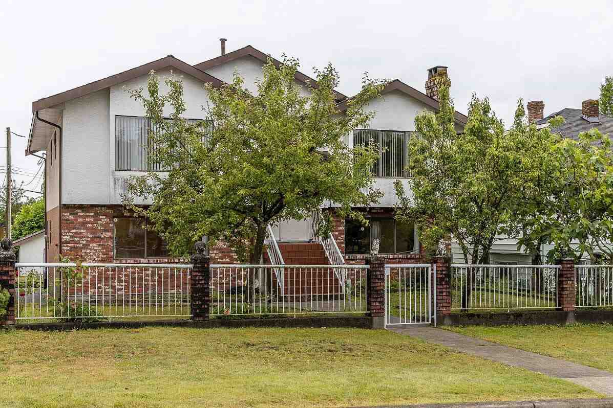"""Main Photo: 439 W 15TH Street in North Vancouver: Central Lonsdale House for sale in """"MAHON"""" : MLS®# R2464698"""
