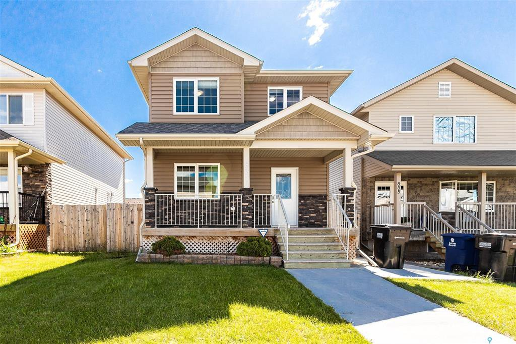 Main Photo: 831 Willowgrove Crescent in Saskatoon: Willowgrove Residential for sale : MLS®# SK813010