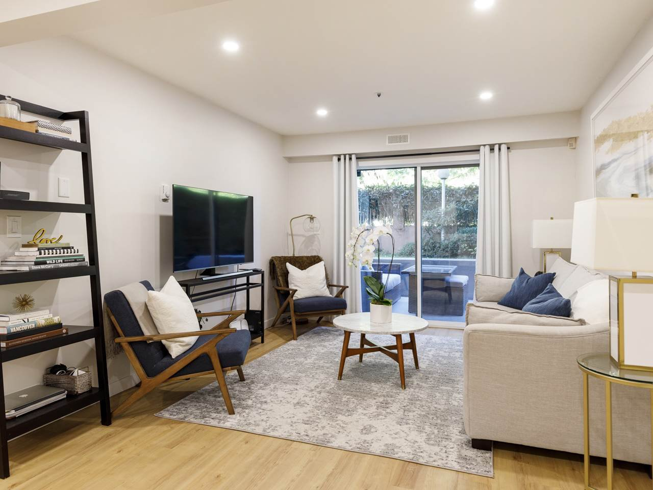 """Main Photo: 101 988 W 16TH Avenue in Vancouver: Cambie Condo for sale in """"THE OAKS"""" (Vancouver West)  : MLS®# R2498587"""