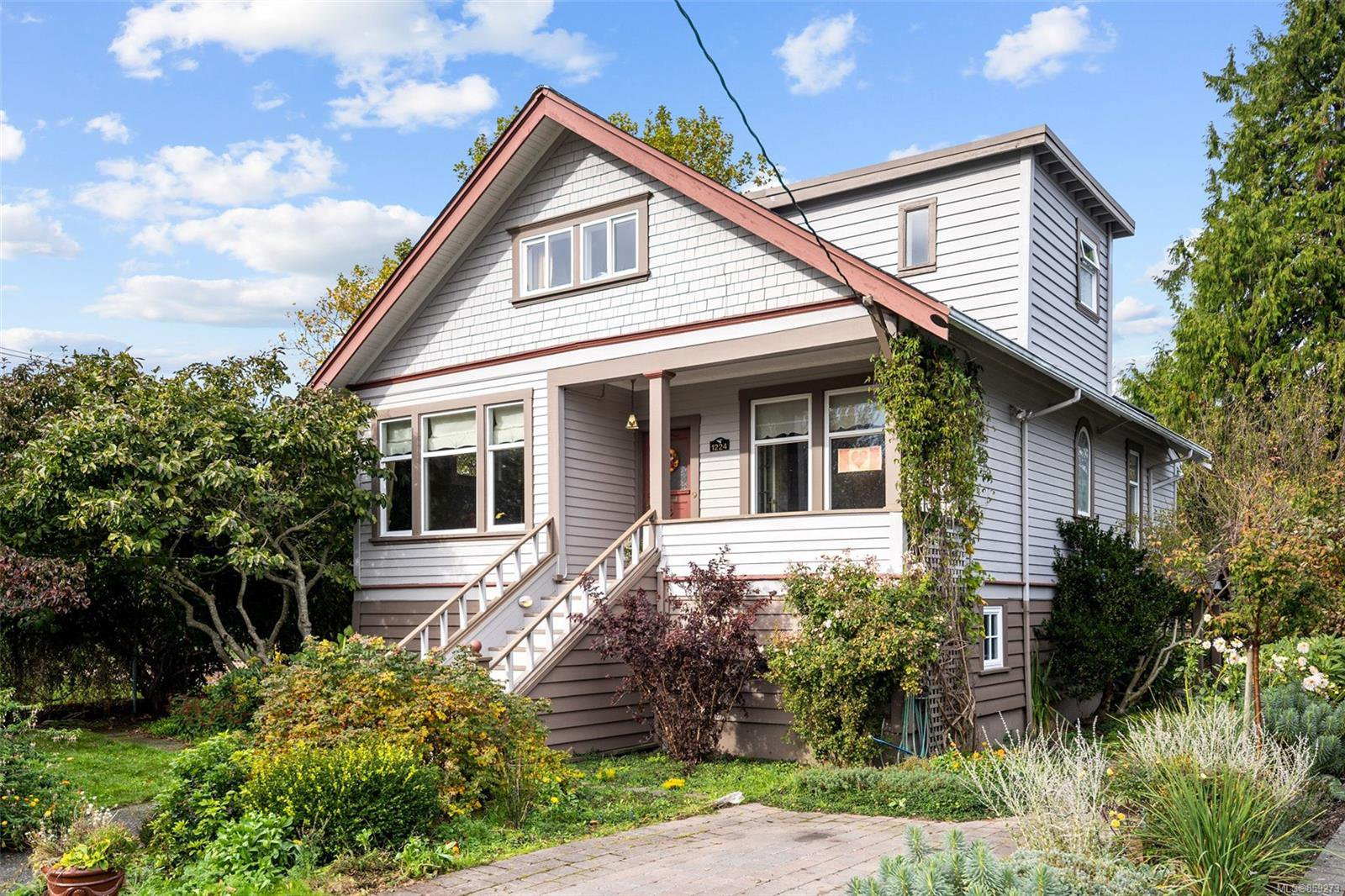 Main Photo: 1224 Chapman St in : Vi Fairfield West House for sale (Victoria)  : MLS®# 859273