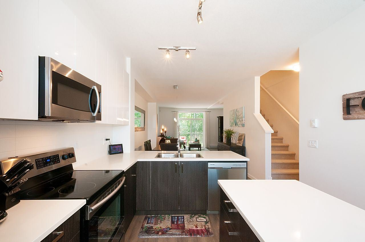 """Photo 7: Photos: 12 18681 68 Avenue in Surrey: Clayton Townhouse for sale in """"Creekside"""" (Cloverdale)  : MLS®# R2391665"""
