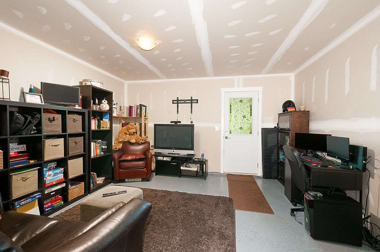"""Photo 17: Photos: 12 18681 68 Avenue in Surrey: Clayton Townhouse for sale in """"Creekside"""" (Cloverdale)  : MLS®# R2391665"""