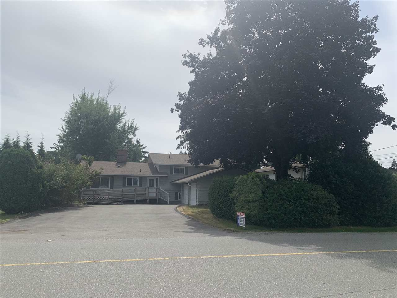 Main Photo: 33104 BRUNDIGE Avenue in Abbotsford: Central Abbotsford House for sale : MLS®# R2486217
