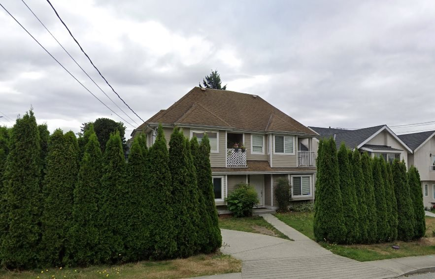 Main Photo: 240 ST PATRICKS Avenue in North Vancouver: Lower Lonsdale House 1/2 Duplex for sale : MLS®# R2449314