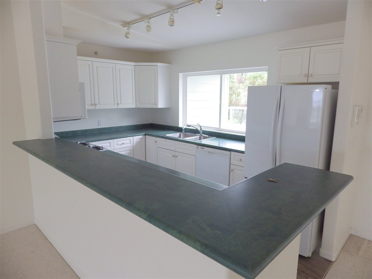 Photo 4: Photos: 207 1585 FIELD Road in Sechelt: Sechelt District Condo for sale (Sunshine Coast)  : MLS®# R2471792