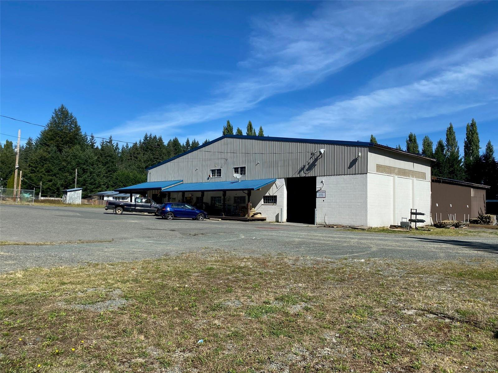 Main Photo: 7648 N Island Hwy in : CV Merville Black Creek Mixed Use for sale (Comox Valley)  : MLS®# 854007