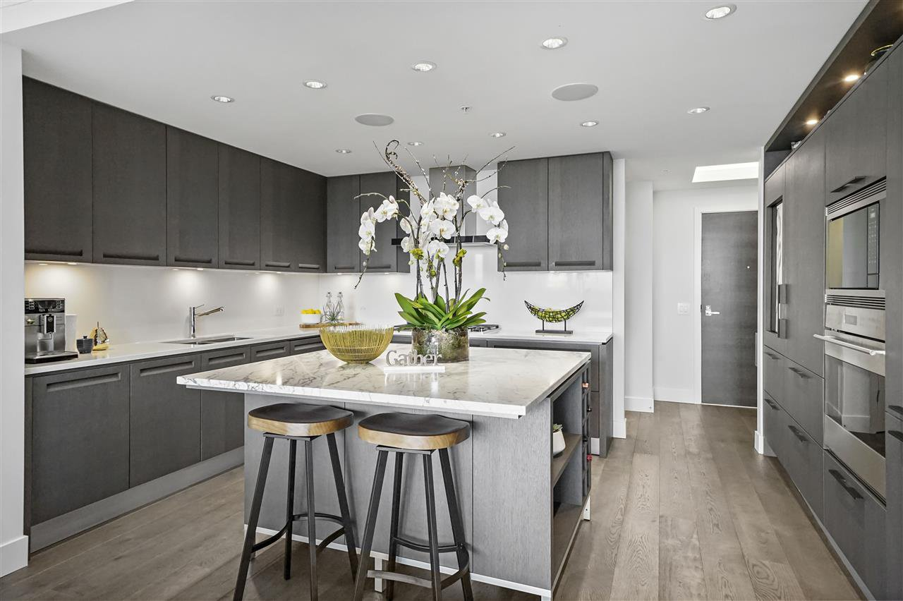 """Photo 3: Photos: PH510 2102 W 48TH Avenue in Vancouver: Kerrisdale Condo for sale in """"The Sterling"""" (Vancouver West)  : MLS®# R2513538"""