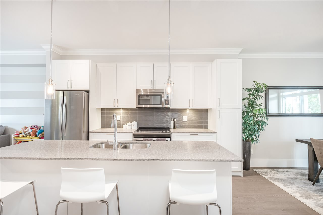 """Main Photo: 2 2139 PRAIRIE Avenue in Port Coquitlam: Glenwood PQ Townhouse for sale in """"Westmount Park"""" : MLS®# R2389306"""