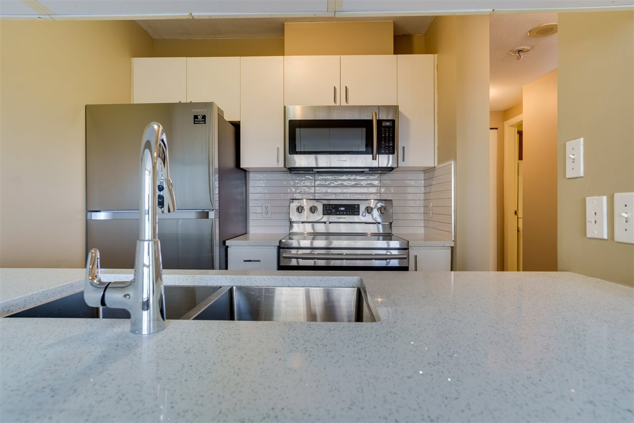 """Main Photo: 606 438 SEYMOUR Street in Vancouver: Downtown VW Condo for sale in """"CONFERENCE PLAZA"""" (Vancouver West)  : MLS®# R2480252"""