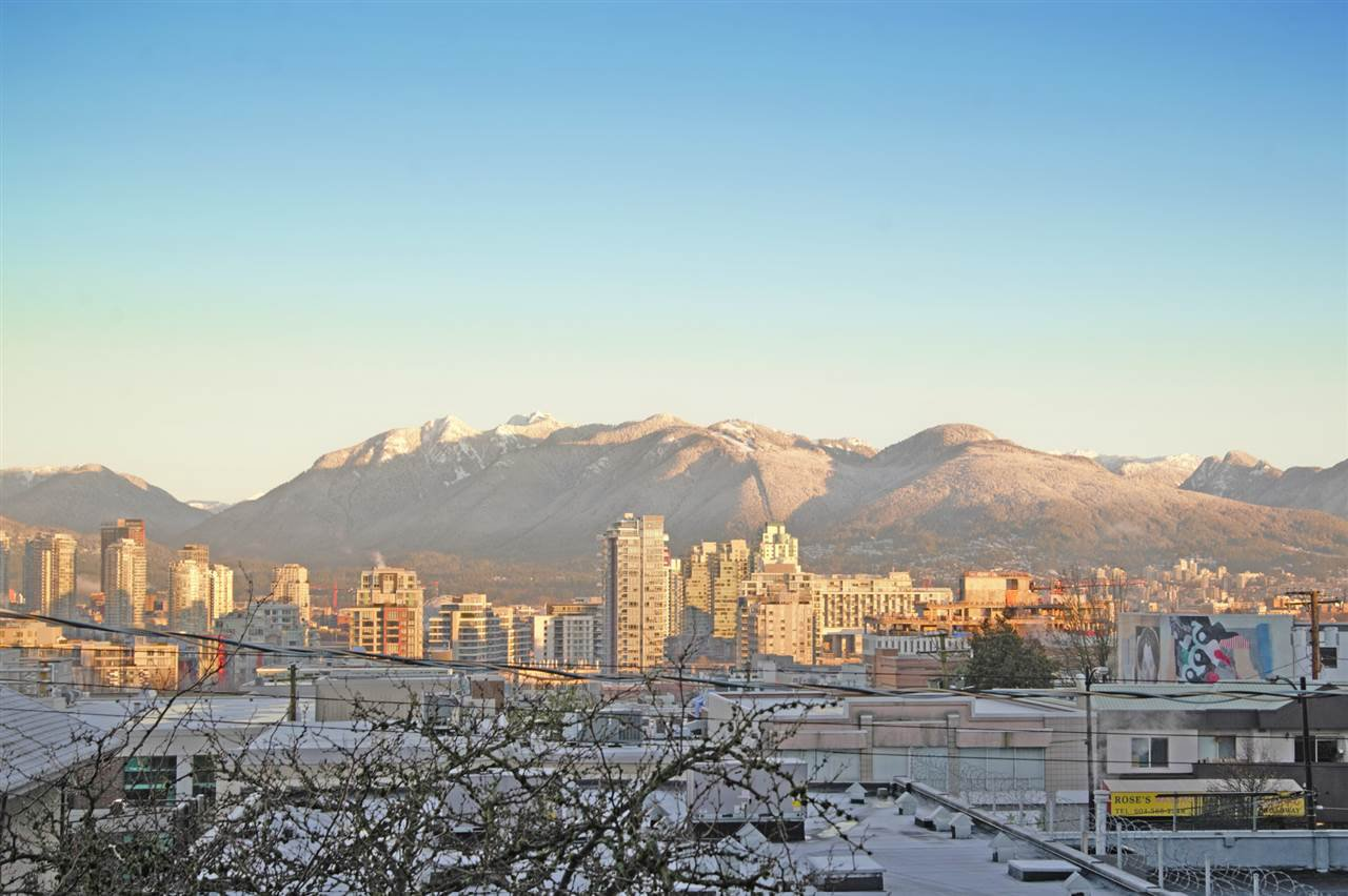 """Main Photo: 304 55 E 10TH Avenue in Vancouver: Mount Pleasant VE Condo for sale in """"ABBEY LANE"""" (Vancouver East)  : MLS®# R2526018"""