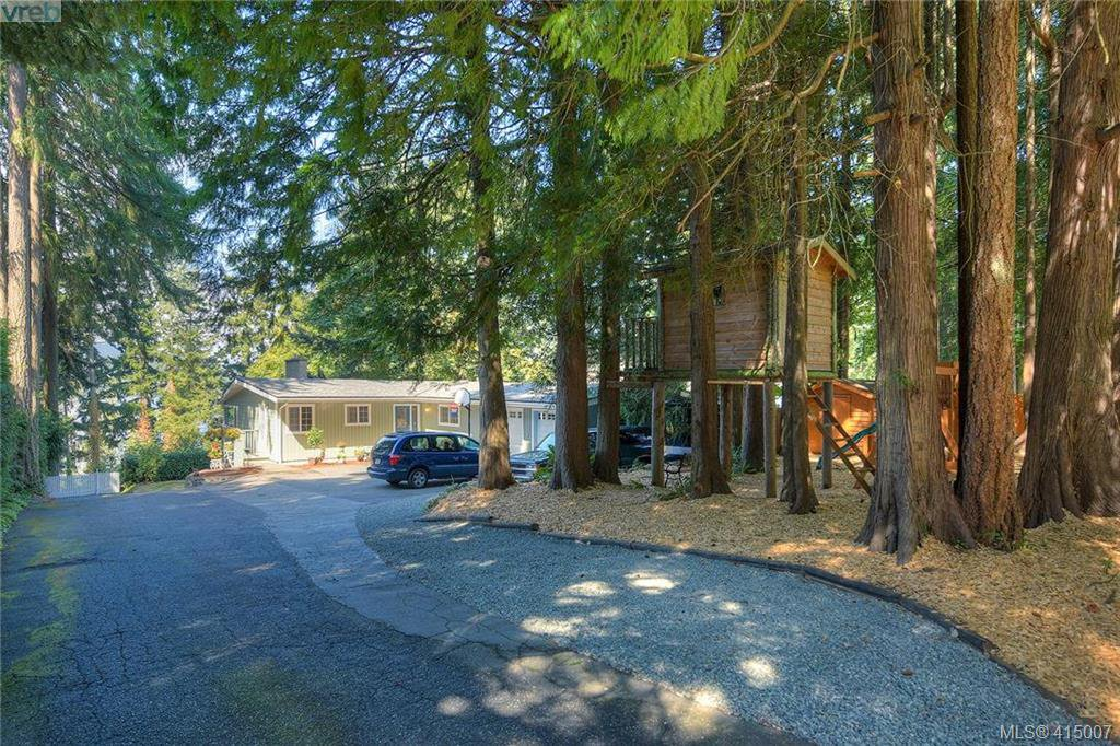 Main Photo: 5236 Santa Clara Avenue in VICTORIA: SE Cordova Bay Single Family Detached for sale (Saanich East)  : MLS®# 415007