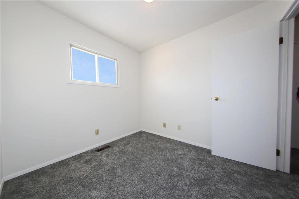 Photo 9: Photos: 898 Greencrest Avenue in Winnipeg: Fort Richmond Residential for sale (1K)  : MLS®# 1930120