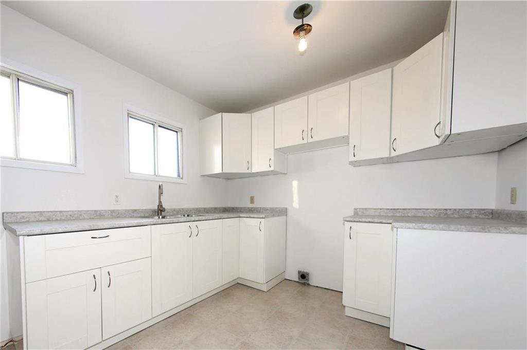 Photo 5: Photos: 898 Greencrest Avenue in Winnipeg: Fort Richmond Residential for sale (1K)  : MLS®# 1930120