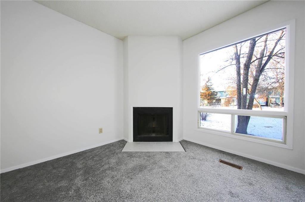 Photo 3: Photos: 898 Greencrest Avenue in Winnipeg: Fort Richmond Residential for sale (1K)  : MLS®# 1930120