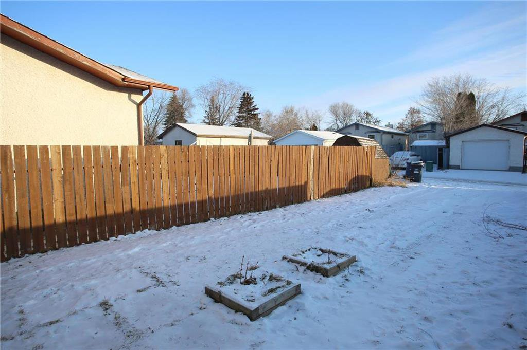 Photo 15: Photos: 898 Greencrest Avenue in Winnipeg: Fort Richmond Residential for sale (1K)  : MLS®# 1930120