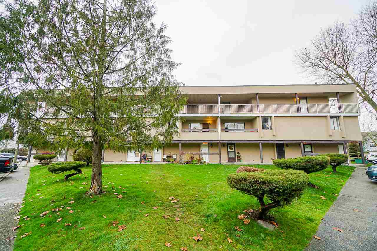 "Main Photo: 49 17708 60 Avenue in Surrey: Cloverdale BC Condo for sale in ""Clover Park Gardens"" (Cloverdale)  : MLS®# R2420452"