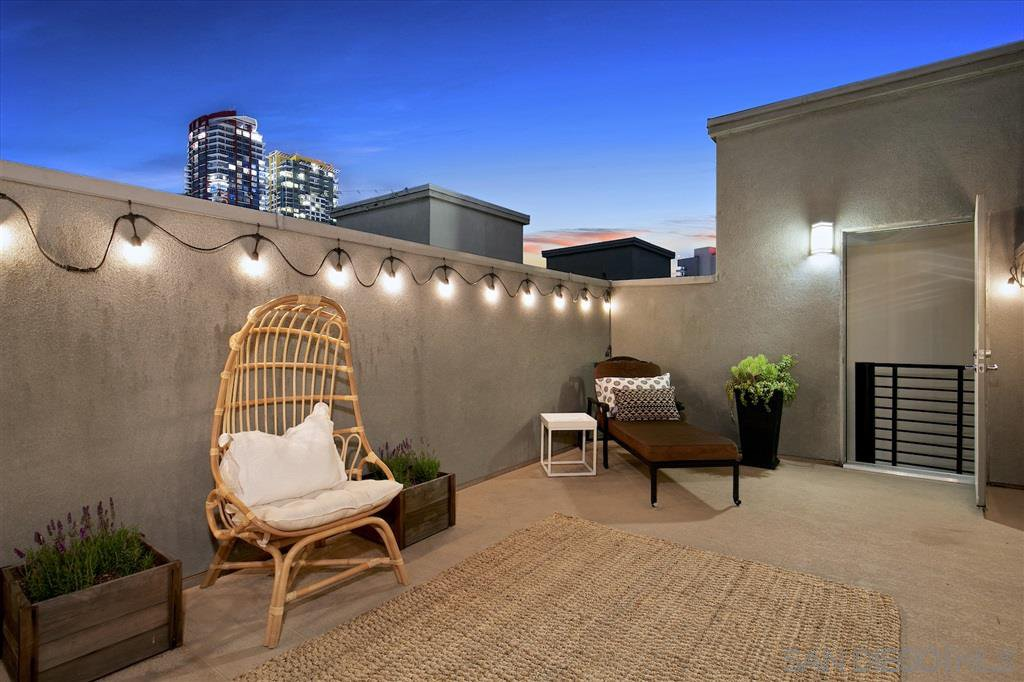 Main Photo: DOWNTOWN Condo for sale : 2 bedrooms : 550 Park Blvd #2607 in San Diego