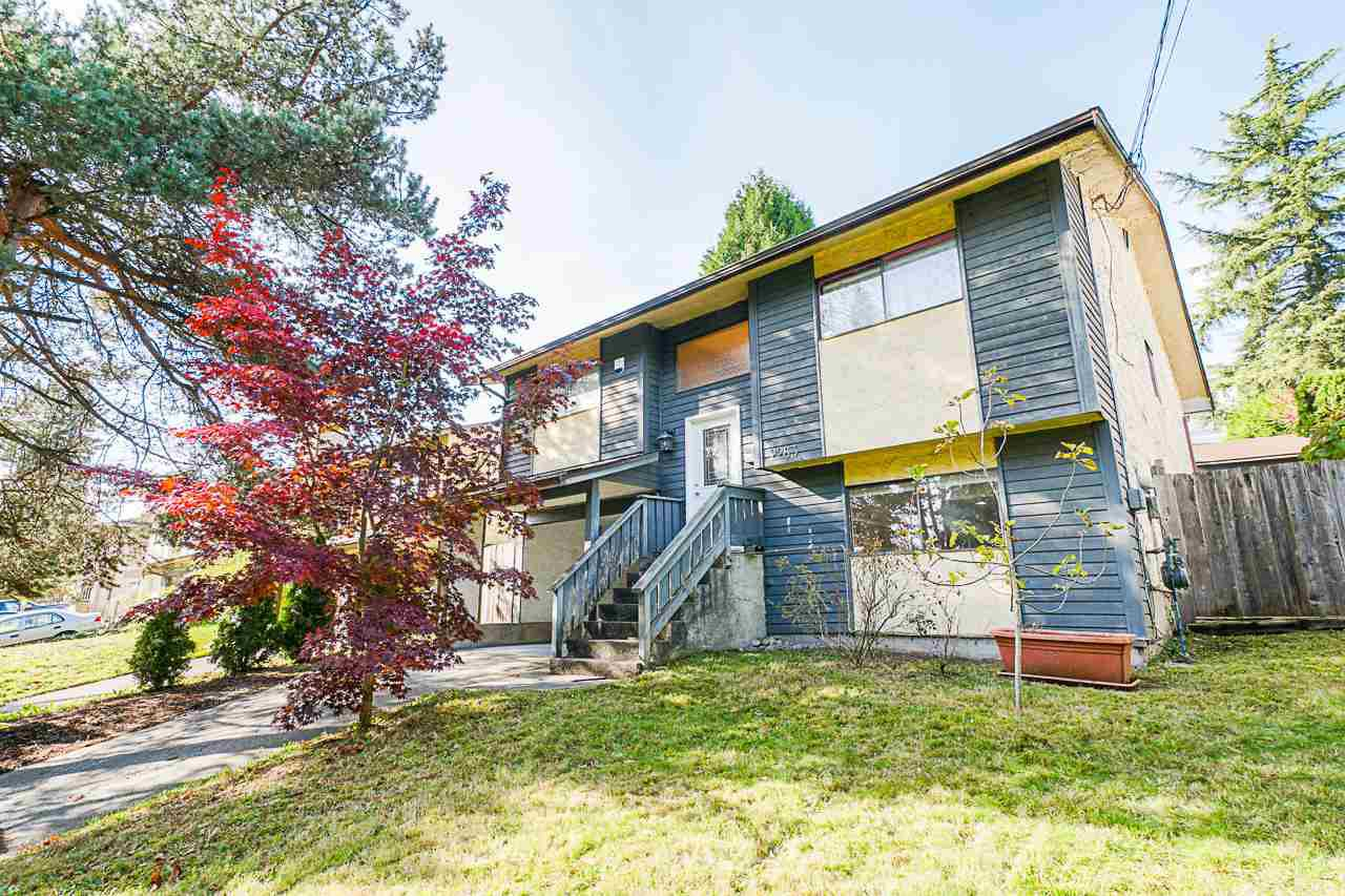 Main Photo: 2263 CAPE HORN Avenue in Coquitlam: Cape Horn House for sale : MLS®# R2513841