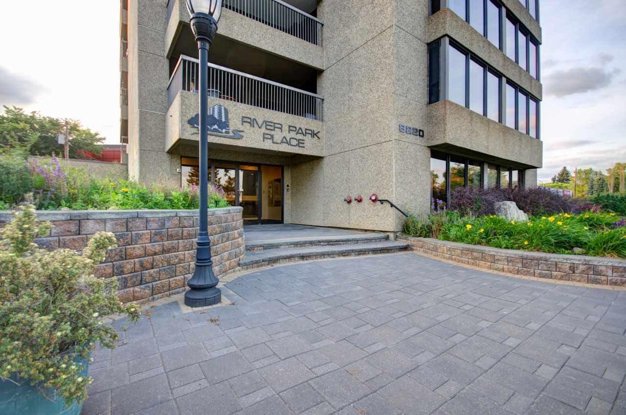 Main Photo: 902 8220 Jasper Avenue in Edmonton: Zone 09 Condo for sale : MLS®# E4168242