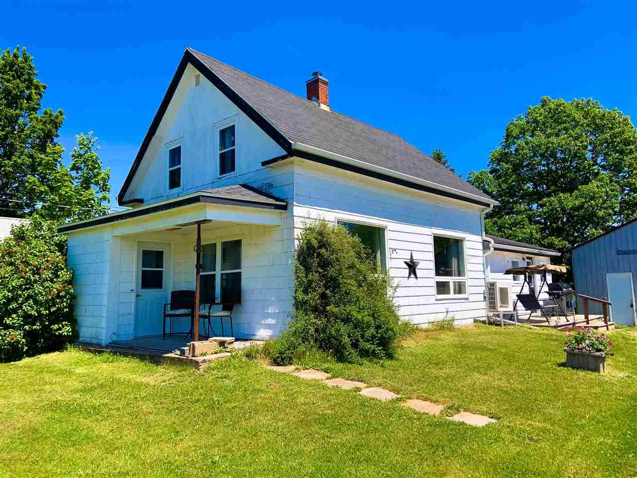 Main Photo: 2400 North Avenue in Canning: 404-Kings County Residential for sale (Annapolis Valley)  : MLS®# 202010722