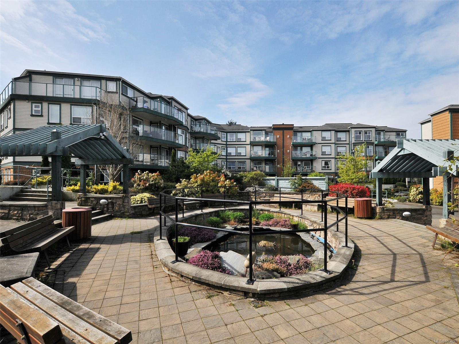 Main Photo: 302 898 Vernon Ave in : SE Swan Lake Condo for sale (Saanich East)  : MLS®# 853897