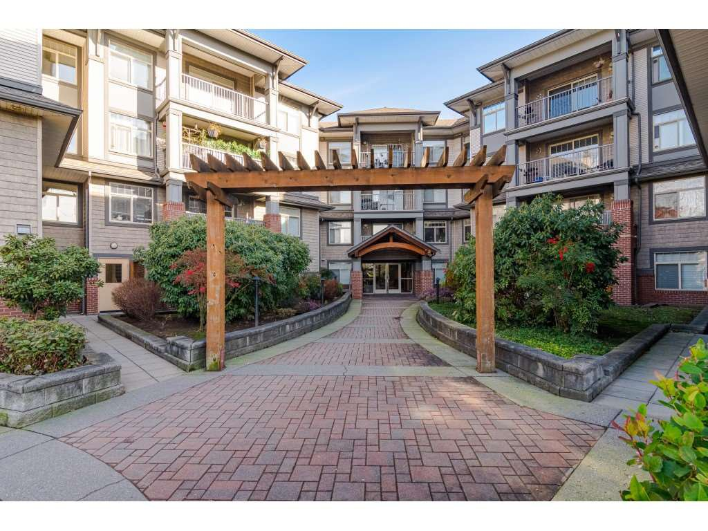 "Main Photo: 213 12020 207A  STREET Street in Maple Ridge: Northwest Maple Ridge Condo for sale in ""Westrooke"" : MLS®# R2435115"