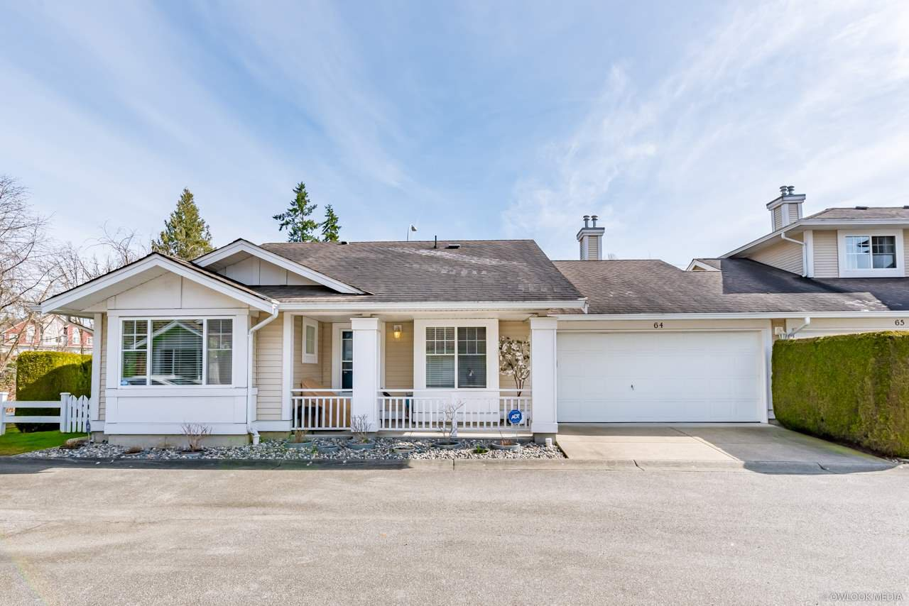 """Main Photo: 64 6885 184 Street in Surrey: Cloverdale BC Townhouse for sale in """"Creekside"""" (Cloverdale)  : MLS®# R2446428"""