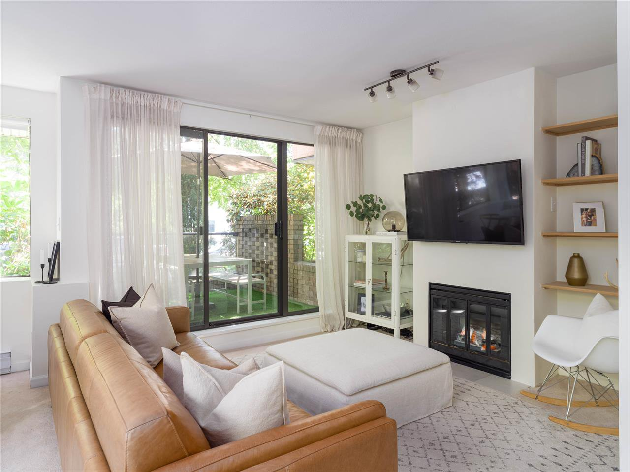 """Main Photo: 104 1702 CHESTERFIELD Avenue in North Vancouver: Central Lonsdale Condo for sale in """"Chesterfield Place"""" : MLS®# R2482500"""