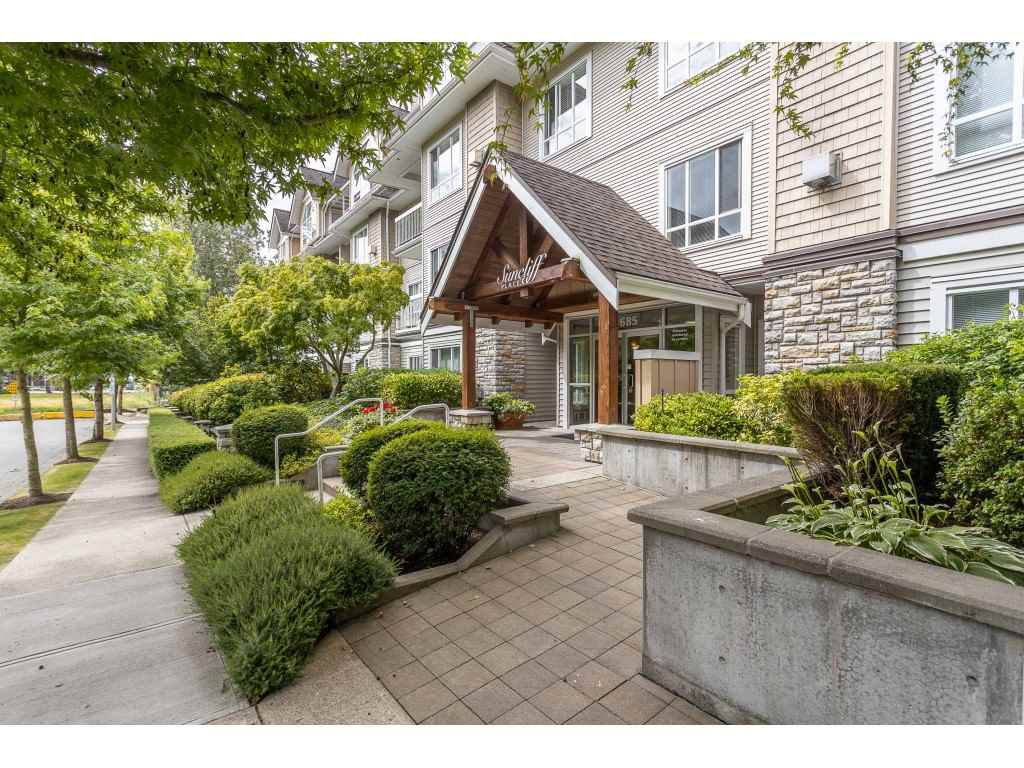 """Main Photo: 102 1685 152A Street in Surrey: King George Corridor Condo for sale in """"Suncliff Place"""" (South Surrey White Rock)  : MLS®# R2483408"""