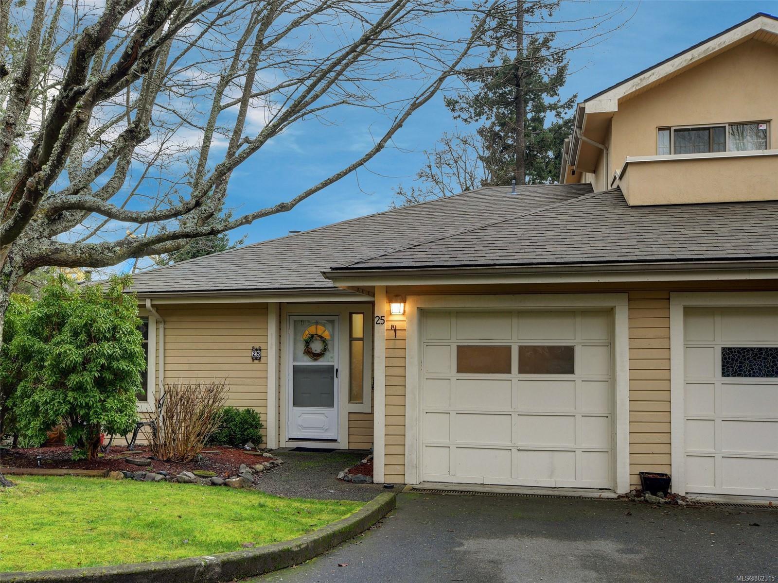 Main Photo: 25 909 Admirals Rd in : Es Esquimalt Row/Townhouse for sale (Esquimalt)  : MLS®# 862315