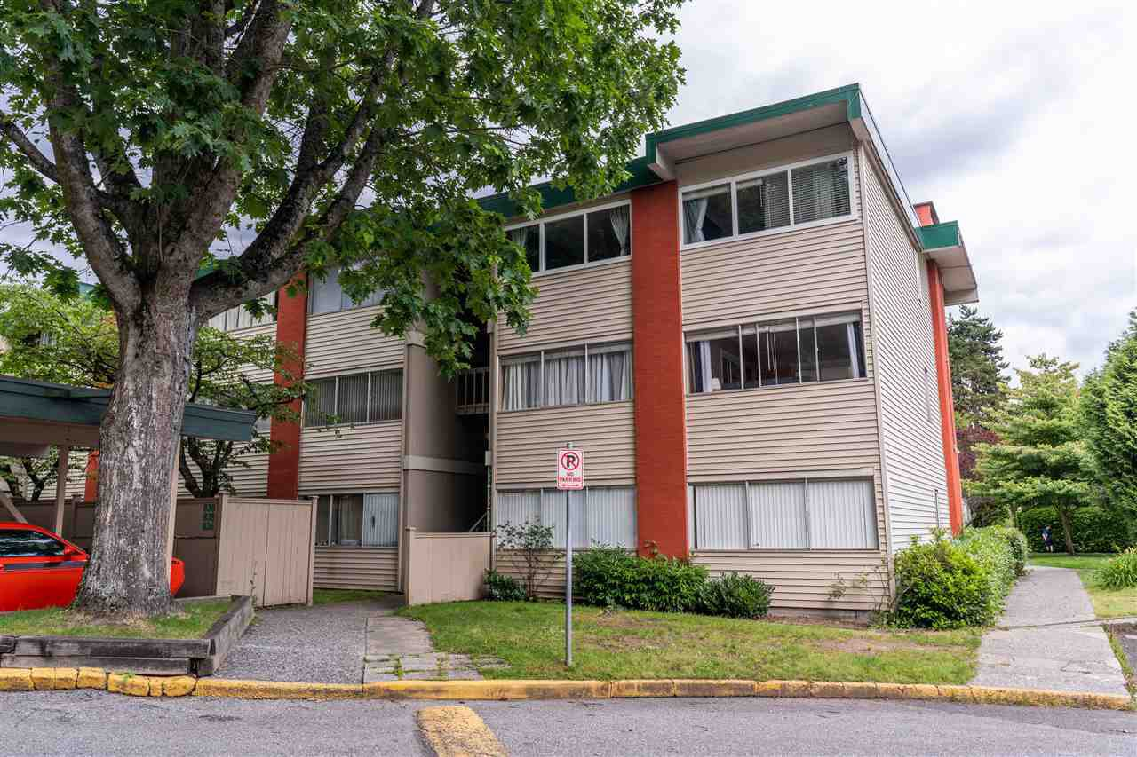 """Main Photo: 822 WESTVIEW Crescent in North Vancouver: Upper Lonsdale Condo for sale in """"CYPRESS GARDENS"""" : MLS®# R2474206"""