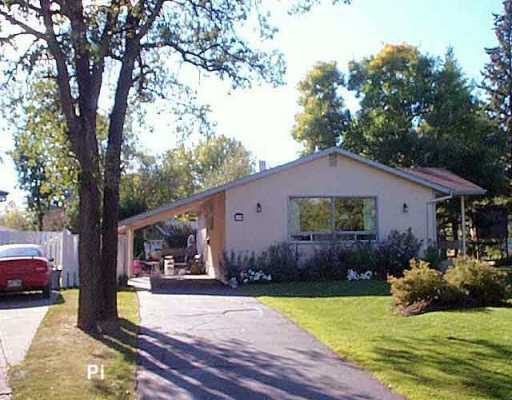 Main Photo: 139 CROFTON Bay in Winnipeg: St Vital Single Family Detached for sale (South East Winnipeg)  : MLS®# 2515030