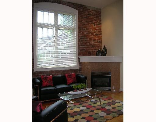 "Main Photo: 107 1811 W 16TH Avenue in Vancouver: Kitsilano Condo for sale in ""CEDAR MEWS"" (Vancouver West)  : MLS®# V650638"