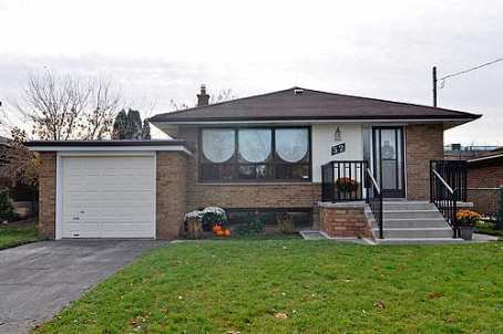 Main Photo:  in Toronto: House (Bungalow) for sale (E08: TORONTO)  : MLS®# E1738904