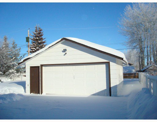 """Photo 2: Photos: 10416 109TH Avenue in Fort_St._John: Fort St. John - City NW House for sale in """"FINCH SCHOOL"""" (Fort St. John (Zone 60))  : MLS®# N180056"""
