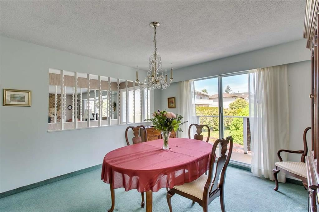 Photo 3: Photos: 1735 CRESTLAWN Court in Burnaby: Brentwood Park House for sale (Burnaby North)  : MLS®# R2390296